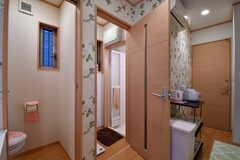 左手からトイレ、バスルームの脱衣室です。(2017-10-11,共用部,OTHER,1F)