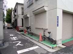 駐輪場の様子。1人1台まで。(2006-09-27,共用部,GARAGE,1F)