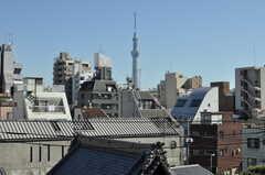 この専有部の窓からも、スカイツリーがはっきり見ることができます。(2012-10-19,専有部,ROOM,5F)