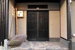 シェアハウスの正面玄関。(2011-01-11,周辺環境,ENTRANCE,1F)