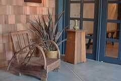 温かい色合いの家具や小物が飾られています。(2015-03-02,周辺環境,ENTRANCE,1F)