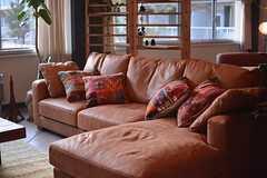 ゆったりめのソファ。(2015-03-02,共用部,LIVINGROOM,1F)