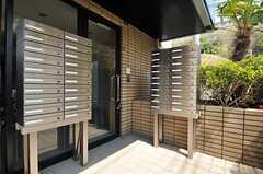 ポストは部屋ごとに設けられています。(2012-04-18,周辺環境,ENTRANCE,1F)