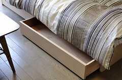 ベッド下にも収納があります。(504号室)(2012-04-18,専有部,ROOM,5F)