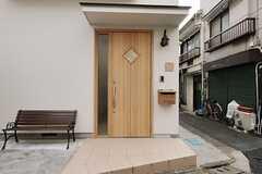 正面玄関の様子。(2012-04-03,周辺環境,ENTRANCE,1F)