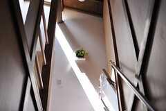 階段から2Fを見上げるとこんな感じ。(2012-08-21,共用部,OTHER,1F)
