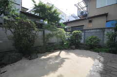 庭は共用スペースです。(2011-09-16,共用部,OTHER,1F)