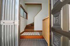 正面玄関から見た内部の様子。(2013-07-23,周辺環境,ENTRANCE,1F)