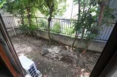 庭はけっこうな広さがあります。(103号室)(2013-07-23,専有部,ROOM,1F)