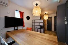 リビングの様子2。奥にキッチンがあります。(2017-03-29,共用部,LIVINGROOM,1F)