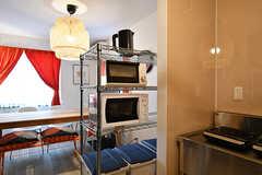 キッチン家電の様子。食器や調理器具は各自で用意します。(2017-03-29,共用部,KITCHEN,1F)