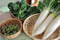 ウェルカムパーティーや誕生日会などの際は、オーナーさんが有機野菜を用いた料理を振る舞ってくれるとのこと。(2012-02-15,共用部,OTHER,1F)