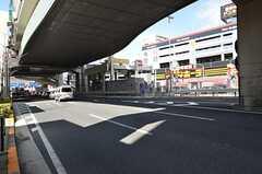 大通りを渡るとドンキホーテがあります。(2015-03-05,共用部,ENVIRONMENT,1F)