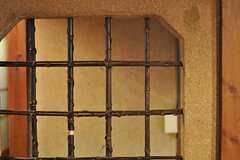 壁には格子状の竹。(2012-02-15,共用部,OTHER,1F)