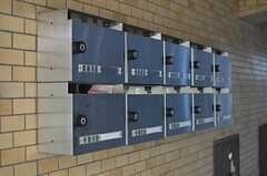 集合ポストの様子。上段がシェアハウス用です。(2014-04-09,周辺環境,ENTRANCE,1F)