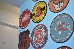 50年代アメリカンを意識したウッドステッカー。(2014-04-09,共用部,LIVINGROOM,3F)