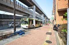 最寄りのバス停からは池袋駅行きのバスが出ています。(2015-03-31,共用部,ENVIRONMENT,1F)