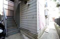 階段の様子。2Fにリビング、3F~5Fに部屋があります。(2013-02-14,共用部,OTHER,1F)