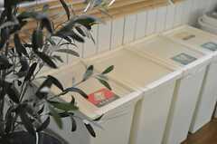 ゴミ箱の様子。(2013-02-14,共用部,OTHER,2F)