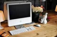 共用PCはiMac。背合わせに2台あります。(2013-02-14,共用部,PC,2F)