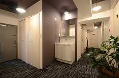 廊下の一画には洗面台が設置されています。(2015-07-07,共用部,OTHER,8F)