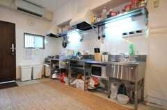 シェアハウスのキッチンの様子。(2010-06-22,共用部,KITCHEN,1F)
