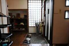 内部から見た玄関周りの様子。(2010-08-06,周辺環境,ENTRANCE,1F)