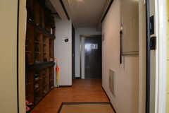 玄関から見た内部の様子。(2014-10-30,周辺環境,ENTRANCE,1F)