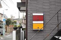 シェアハウスのポストの様子。黄色のポストがシェアハウス用です。(2013-02-14,共用部,OTHER,1F)