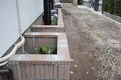物件まわりにはハーブが植えられている花壇があります。(2013-02-14,共用部,OTHER,1F)