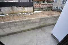 庭の様子。物干しができます。(2013-01-23,共用部,OTHER,1F)
