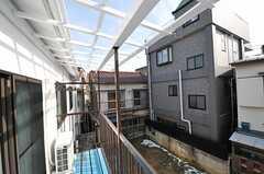 ベランダの様子。屋根はついていません。(206号室)(2013-01-23,専有部,ROOM,2F)
