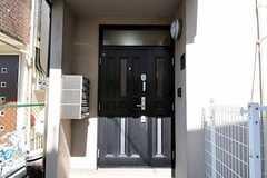 シェアハウスの正面玄関。(2011-04-04,周辺環境,ENTRANCE,1F)