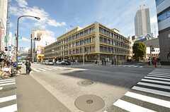 駅からの道のりに豊島区役所があります。(2015-03-07,共用部,ENVIRONMENT,1F)