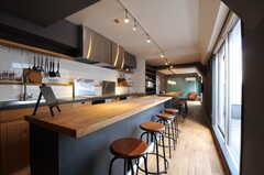 キッチンの対面にはカウンター・テーブルがあります。(2013-03-19,共用部,KITCHEN,7F)