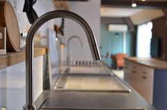 シンクの水栓。(2013-03-19,共用部,LIVINGROOM,7F)