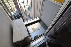 ベランダの様子。避難はしご付きです。(801号室)(2013-03-19,専有部,ROOM,8F)
