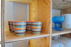 食器はカラフル。(2012-02-20,共用部,TV,2F)