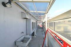 バルコニーの様子2。屋根付きなので物干しもできます。(2020-03-18,共用部,OTHER,3F)