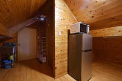 廊下に設置された冷蔵庫と電子レンジ。(2019-08-20,共用部,OTHER,3F)