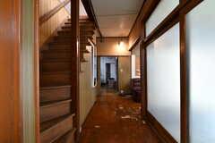 廊下の様子。突き当たりはリビングです。(2018-04-06,共用部,OTHER,1F)