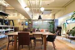 リビングの様子。天井が高く雰囲気が良いです。(2013-03-21,共用部,LIVINGROOM,1F)