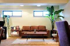 ソファはスリーシーターです。(2013-03-21,共用部,LIVINGROOM,1F)