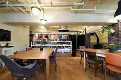 奥がキッチンです。(2013-03-21,共用部,LIVINGROOM,1F)