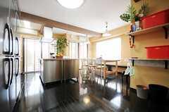 シェアハウスのラウンジの様子。(2010-04-09,共用部,LIVINGROOM,1F)