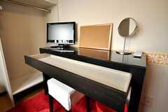 専有部の机の様子。(204号室)(2010-04-09,専有部,ROOM,2F)