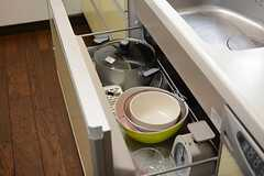 キッチンアイテムもそろっています。(2015-06-25,共用部,KITCHEN,1F)