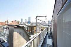 ベランダでは物干しも可能です。(305号室)(2011-04-12,専有部,ROOM,3F)