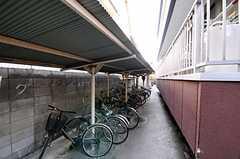 マンションの自転車置場の様子。  (2011-04-12,共用部,GARAGE,1F)