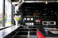キッチン家電も豊富に用意されています。(2012-04-09,共用部,KITCHEN,1F)